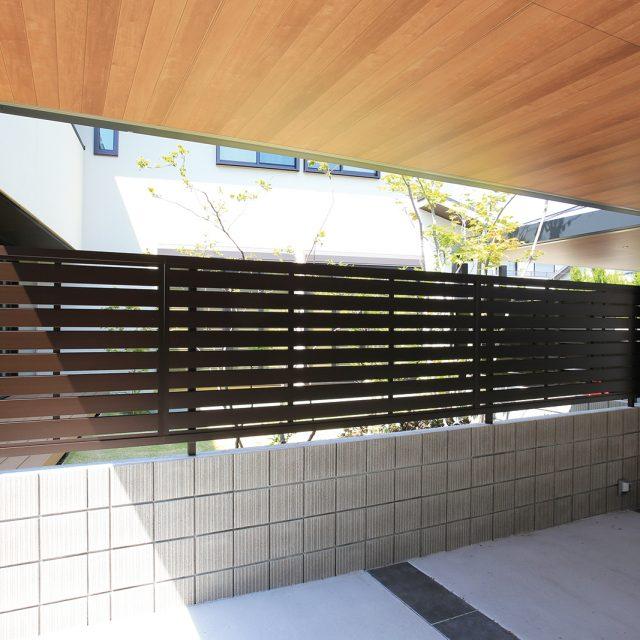 エバーアートフェンス センシアは、シンプルなデザインの目かくしフェンス