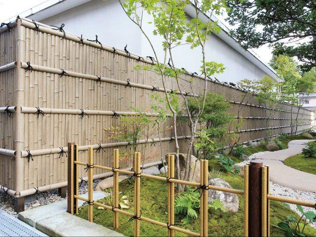 長い年月を経た竹垣を再現した古竹ボード。情緒ある和の庭をつくります