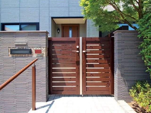 豊富な木目調カラーが揃うエバーアートウッド門扉Ⅱ