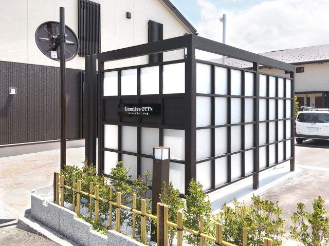 集合住宅の目かくしに、和モダンなエバースクリーン ポリカAタイプが調和します