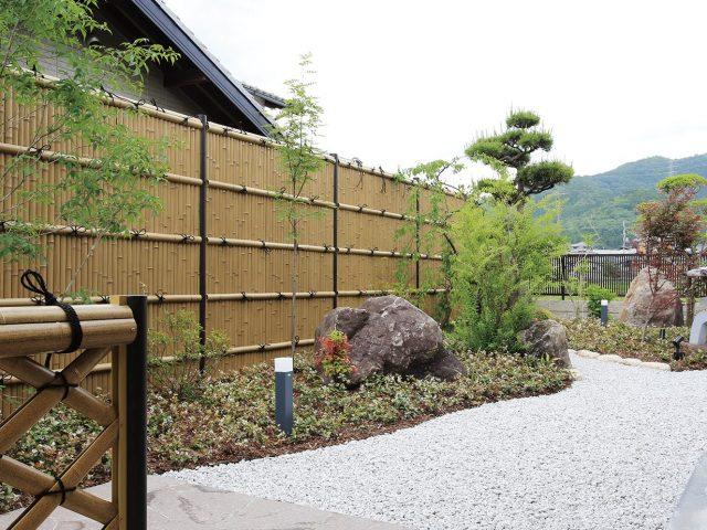 和風庭園の背景に。エバーバンブーで落ち着いた和の空間に