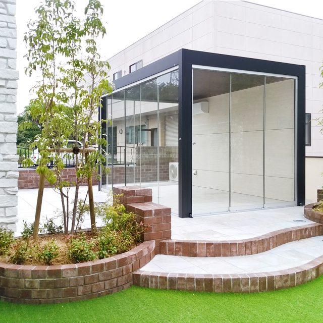 オールグラスポーチなら庭に独立した空間がつくれます