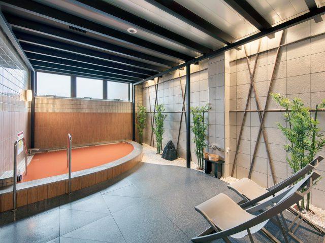 温浴施設の黒い柱としてもお使いいただけるエバーアートウッド部材