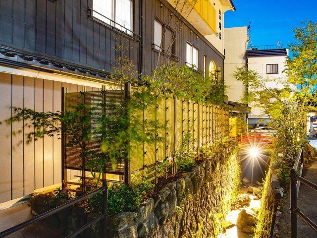 1本1本のエコ竹を組み合わせた、こだわり竹みす垣