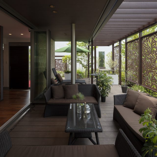 """住まいと庭が一体となった、開放感のある""""5番目の部屋"""""""