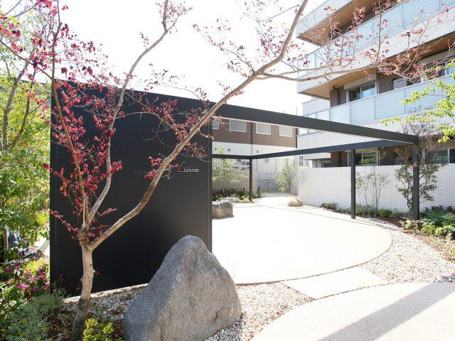 集合住宅のゲートにホームヤードルーフシステム フレームを使用