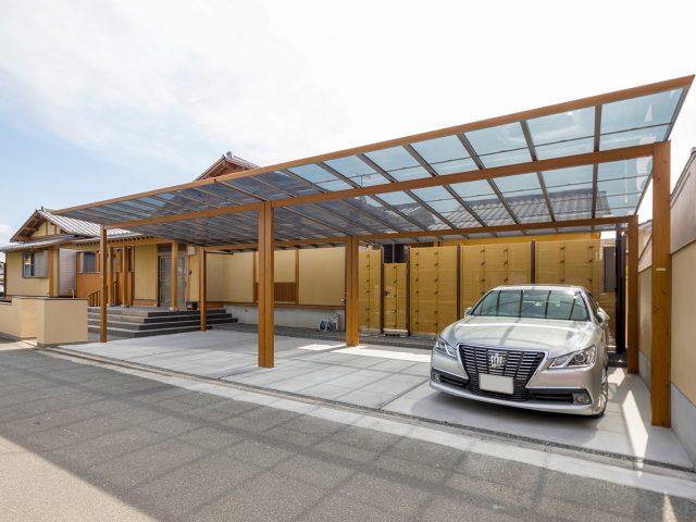 木目調の柱が美しいアートポート ワイド。和風の建物とも調和します