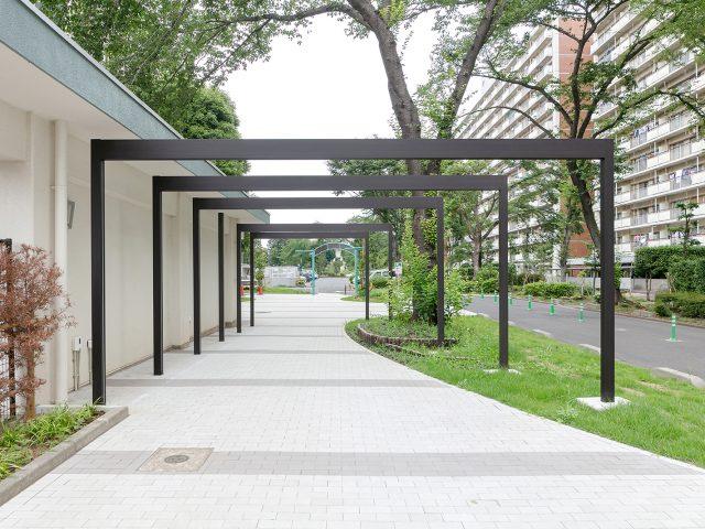 連続したゲートがアプローチの空間を立体的に演出します