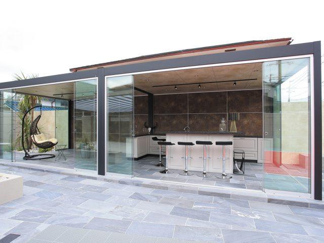 お庭で過ごす時間が増える。オールグラスポーチⅡスライドシステム
