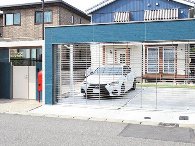 お住まいのカラーに合わせて、青を基調とした駐車スペースに