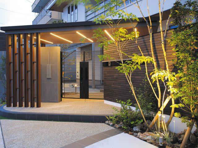ラインライト仕様の照明とデザインが門まわりを華やかな印象に