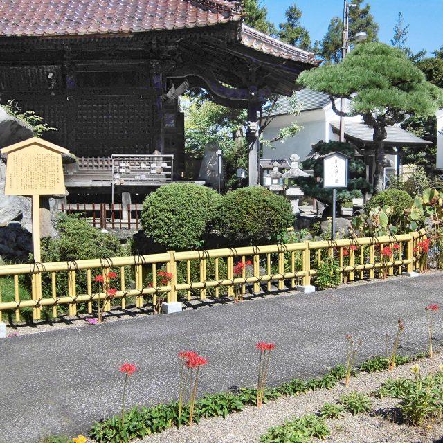 通路とお庭の境界にロータイプな金閣寺垣フェンスL型