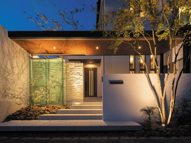 ホームヤードルーフ+ライティングで魅せる美しいファサードデザイン