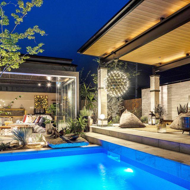ゆったりとくつろげるリゾートスタイル。オールグラスポーチが家と庭との境界をかぎりなく低くしてくれます