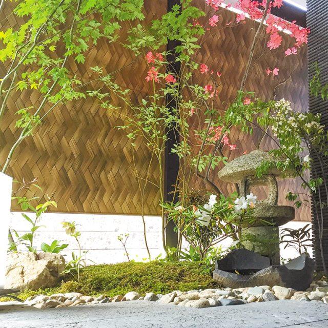 エバーアートボード(あじろ)を使って、和風庭園の背景を彩ります