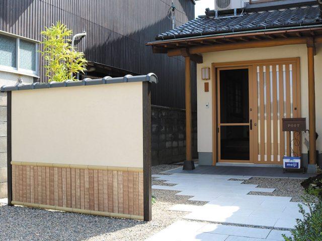 エバーアートボードで日本伝統の和柄「なぐり」を再現。上段の塗り壁もアートボードで再現