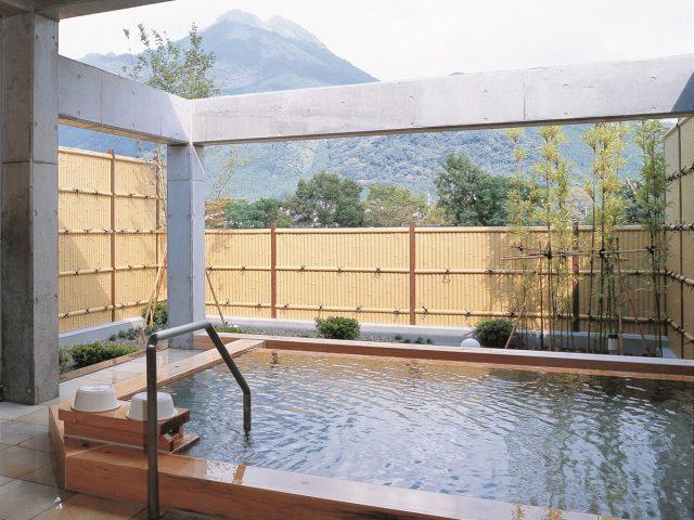 露天風呂から眺める景色と見事に調和