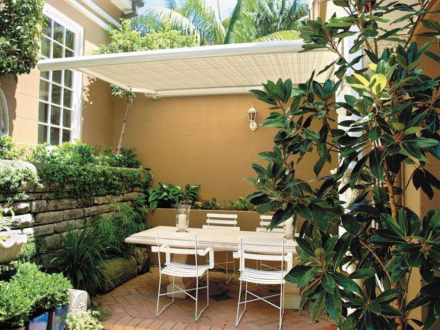 直射日光や紫外線を遮り、屋外での暮らしを快適にするスタイリッシュオーニング