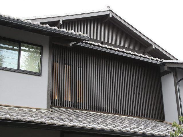 壁付千本格子ユニット(京町家くろちゃ)を使って落ち着いた和風の趣に