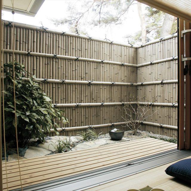 味わいのある古竹を上手く活かした縁側空間
