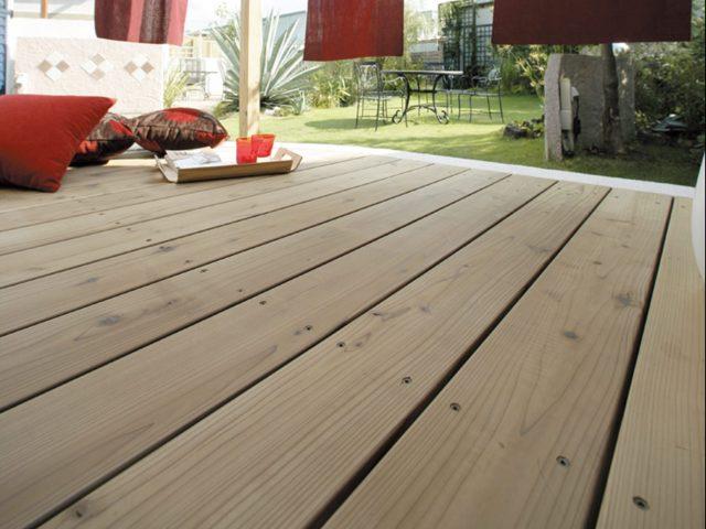 国産材を炭化木材にしたタンモクウッド。やさしい表情が特徴的です