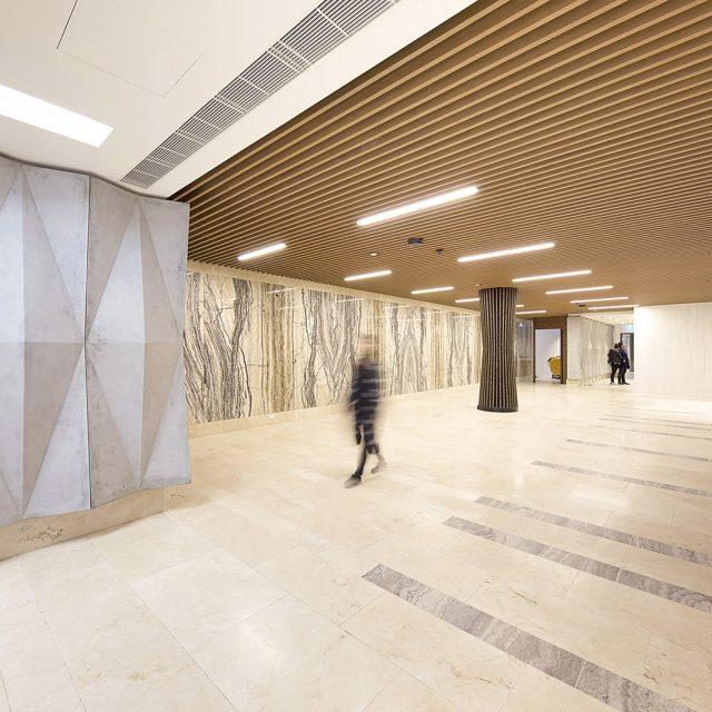エバーアートウッド壁貼用格子材で木のあたたかみを演出(オーストラリア現場施工)