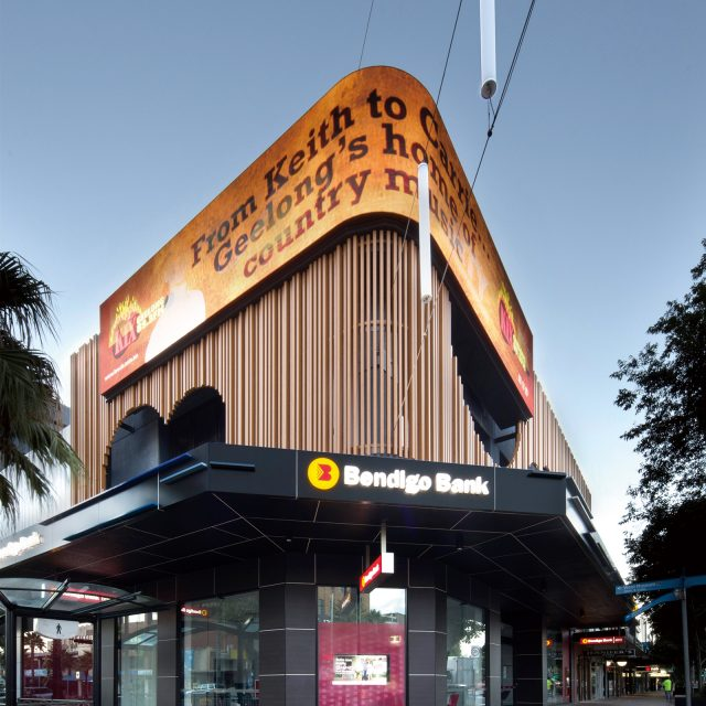 オーストラリアの店舗外壁をストリンガー部材を使って装飾