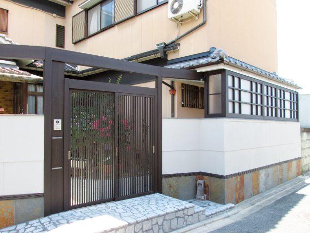 落ち着きのある京町家かきちゃのカラー エバースクリーン 引戸