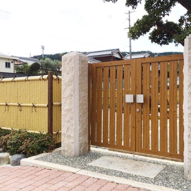木目調のデザイン門柱でやさしい印象に