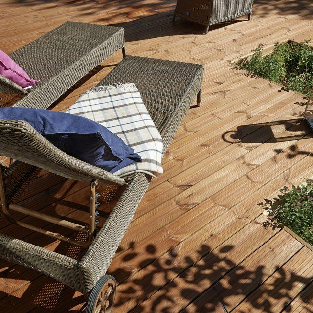 北欧産のパイン材を特殊高温処理した防腐材を使わない安全な木材