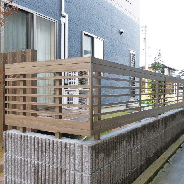 個性的なデザインの横格子フェンス
