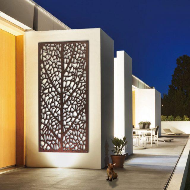 デザインが彫り込まれたアルミ樹脂複合板パネル