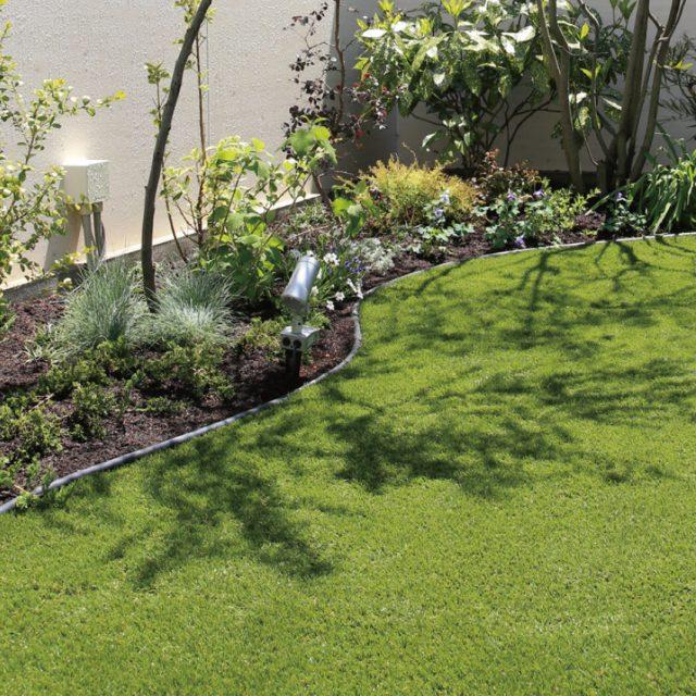 天然芝を忠実に再現し、自然な仕上がりとリアルな質感を実現
