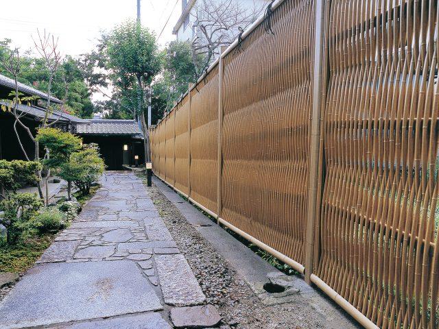 石畳の歩道にエバー大津垣19型