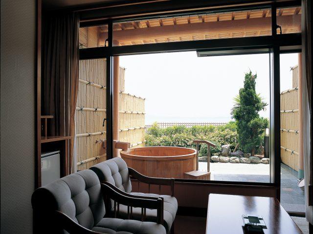 お風呂の目かくしにエバー2型 真竹を使用した現場