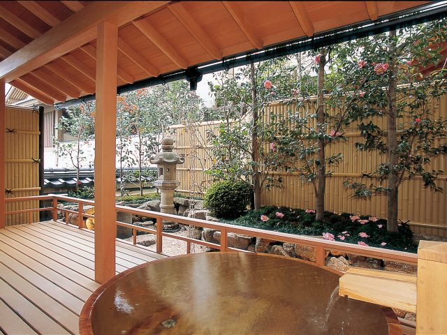 建仁寺垣エバー1型で、美しい和風庭園のおもてなし