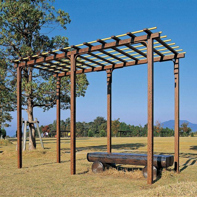 木目柄のアルミ部材と、人工竹のエコ竹を使ったアルエバー藤棚