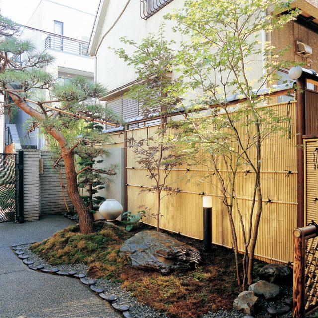 天然竹の表情を忠実に再現した「こだわり職人竹」を使って癒やしの空間に