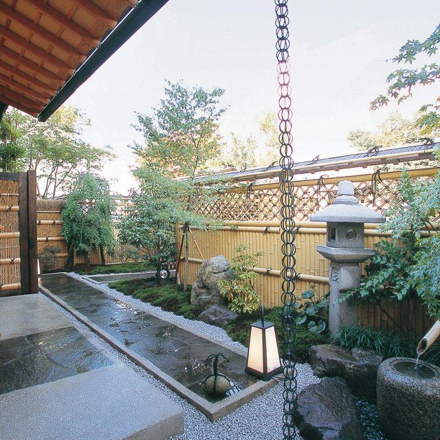 e-バンブー建仁寺垣でおもてなしの和風庭園を