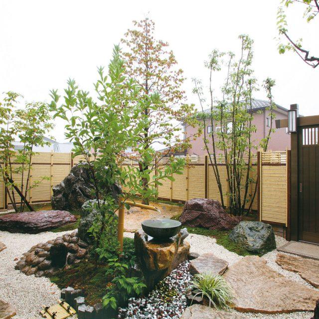 こだわり竹を1本1本使用してつくる贅沢なみす垣