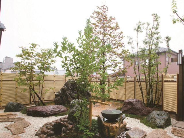 しみじみとした趣のある和風庭園