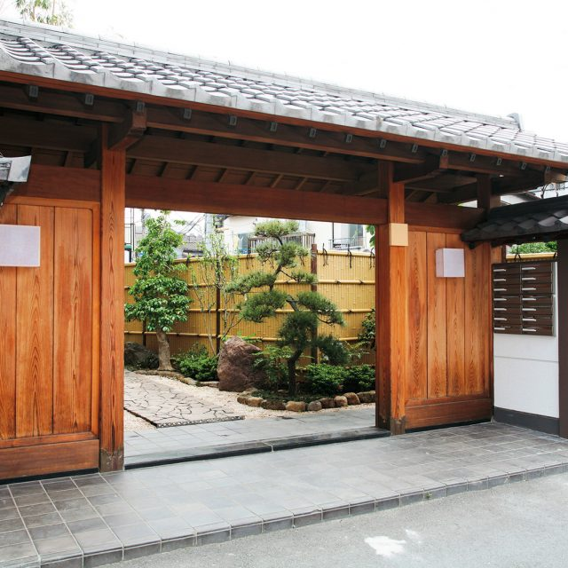 門から見えるエバー1型 真竹