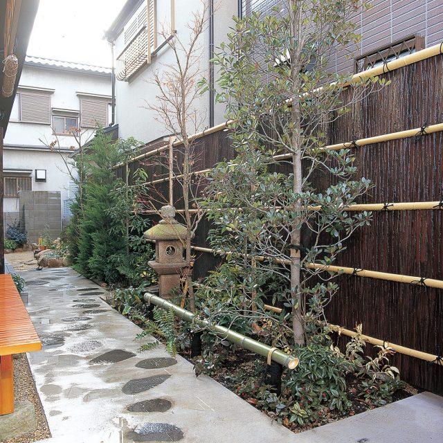 エバー吉野杉セットがアプローチに和の趣を与えます
