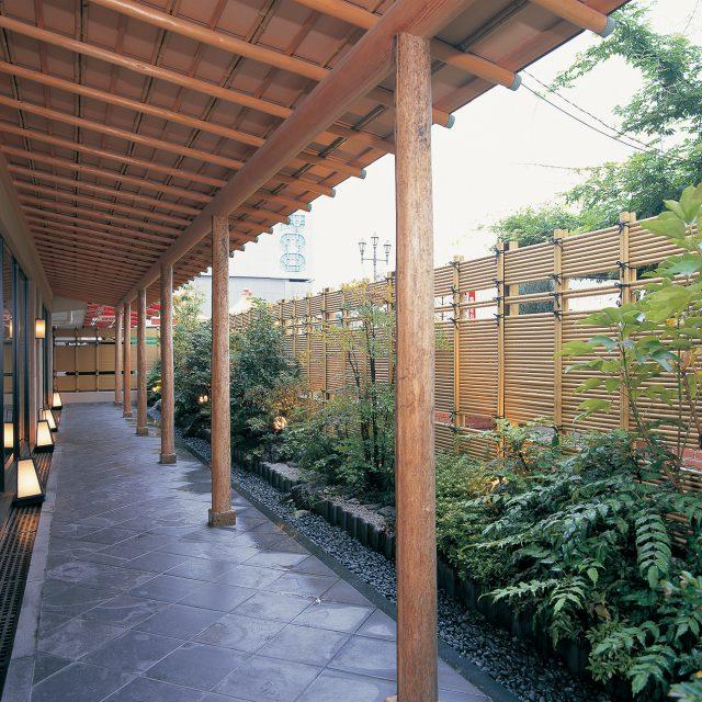 エコ竹を使用した少し風も通る垣