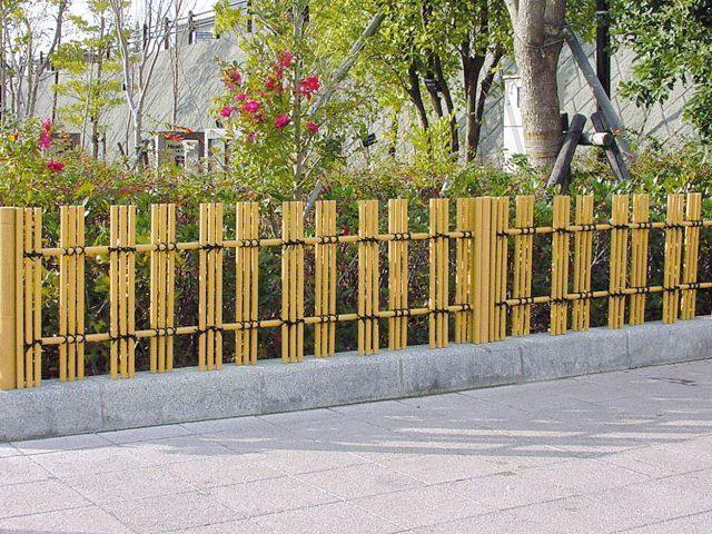 植栽とも調和する e-あやめ垣フェンスL型