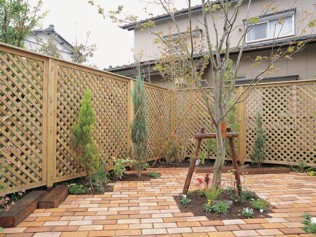 天然木のe-ウッドフェンス ラティスタイプ(無塗装)