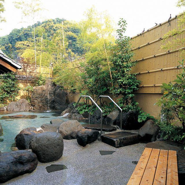 お風呂場の目かくしにエバー2型 真竹を採用