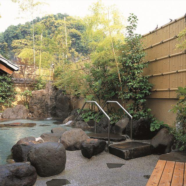 露天風呂の目かくしに最適な建仁寺垣
