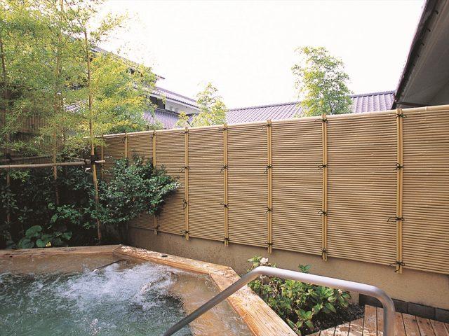 浴槽から眺める空間にアクセントを添えるみす垣