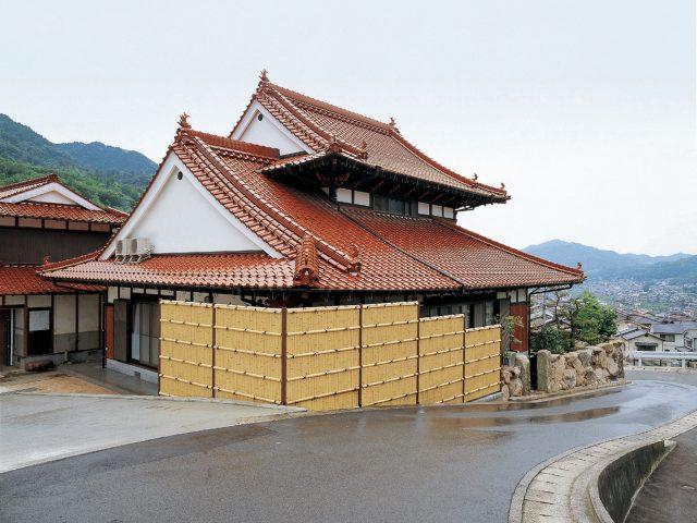 家の周りをe-バンブー建仁寺垣で目かくしとして囲む